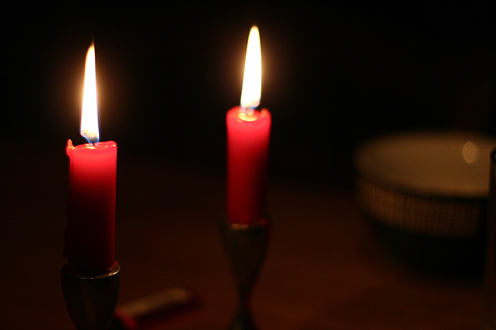 candles_red.jpg