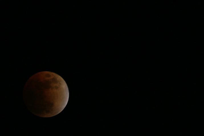 lunar_eclipse_mid.jpg