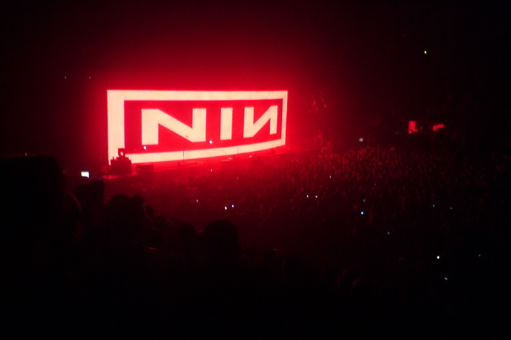 nin_lights_in_the_sky.jpg